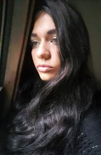 josie-long-hair-smoky-make-up