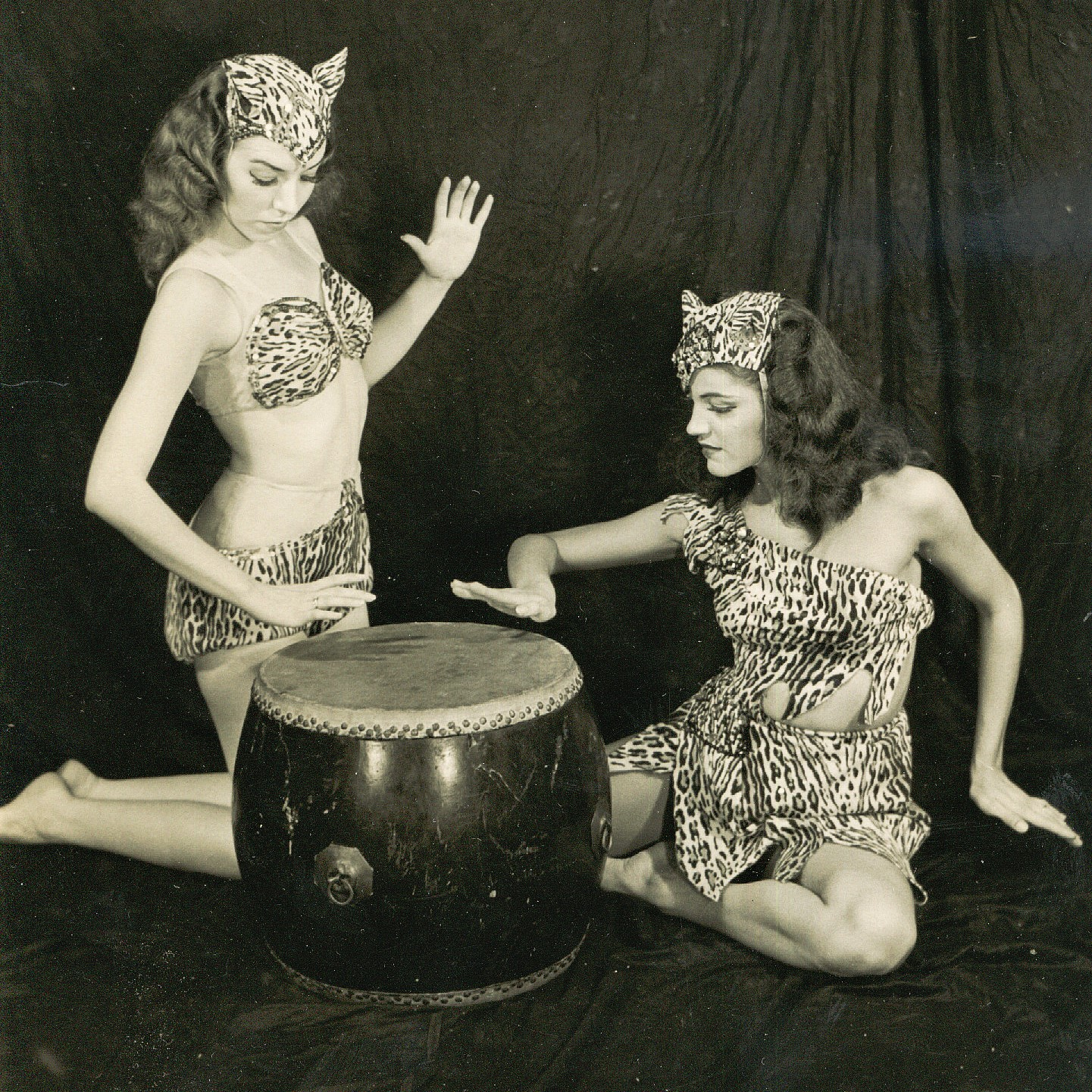 Jungles Drums Johanna and Doris 1940s WV 1.jpg
